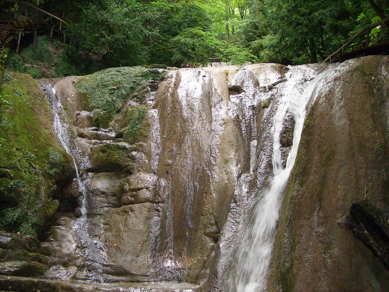 Тридцать три водопада в долине реки Шахе, Сочи