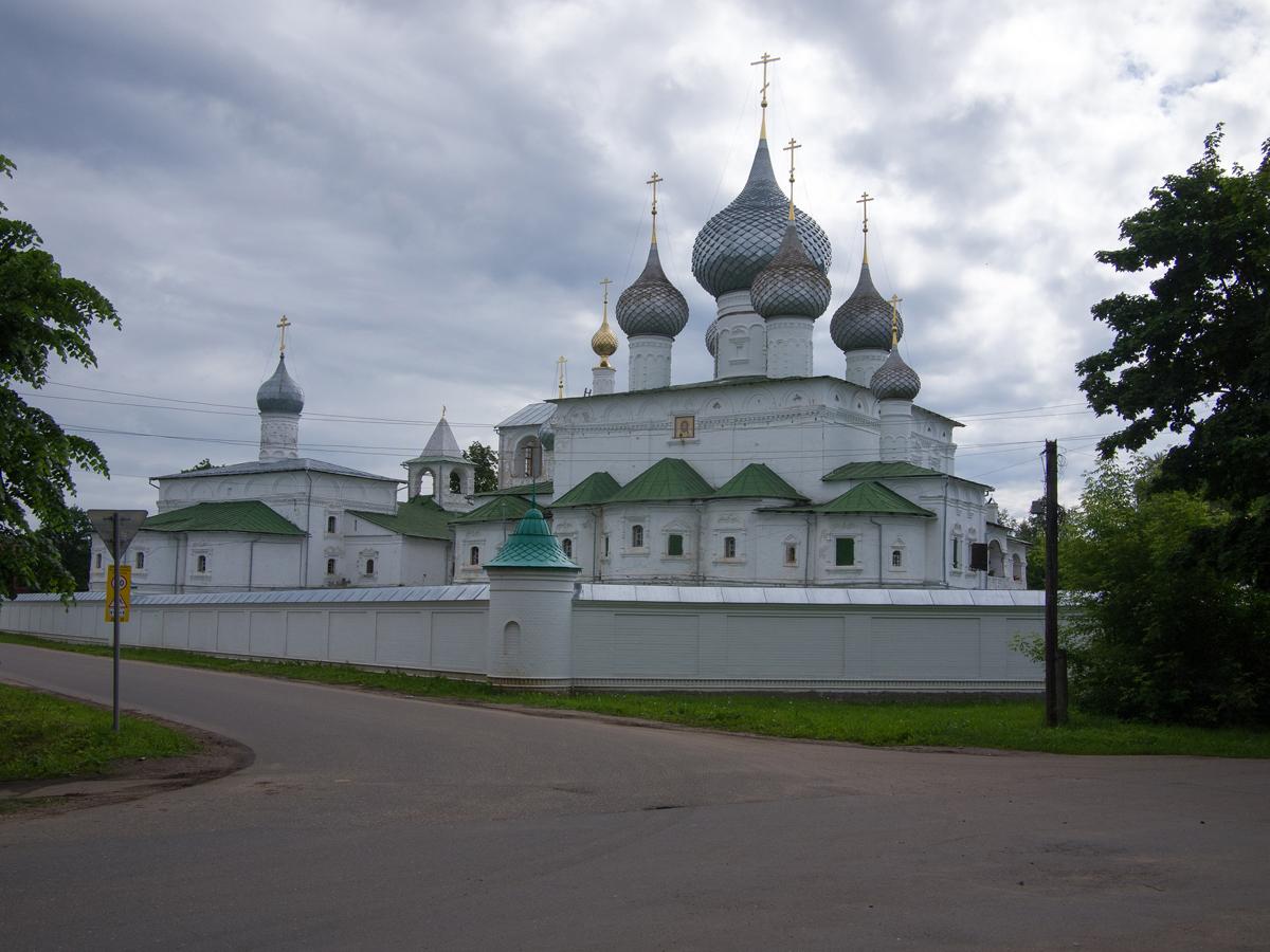 Вид на Воскресенский монастырь Углича