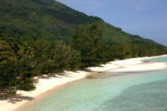 Дикий пляж, Силуэт, Сейшельские острова.jpg