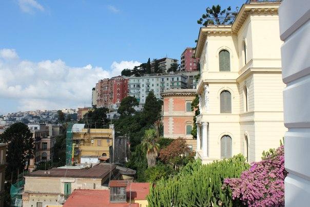 Вид с балкона отеля Маргарита, Неаполь.jpg