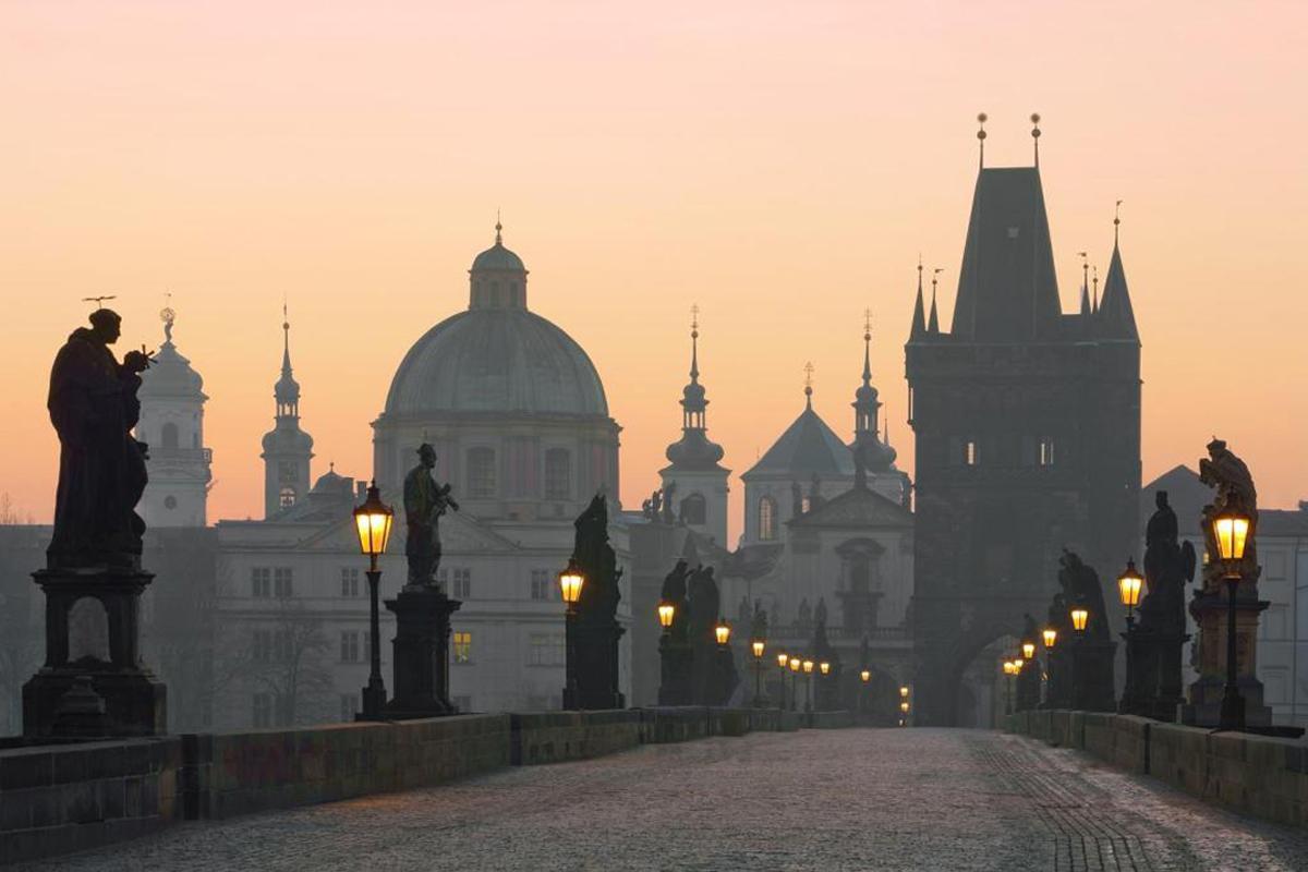 Карлов мост на рассвете, Прага