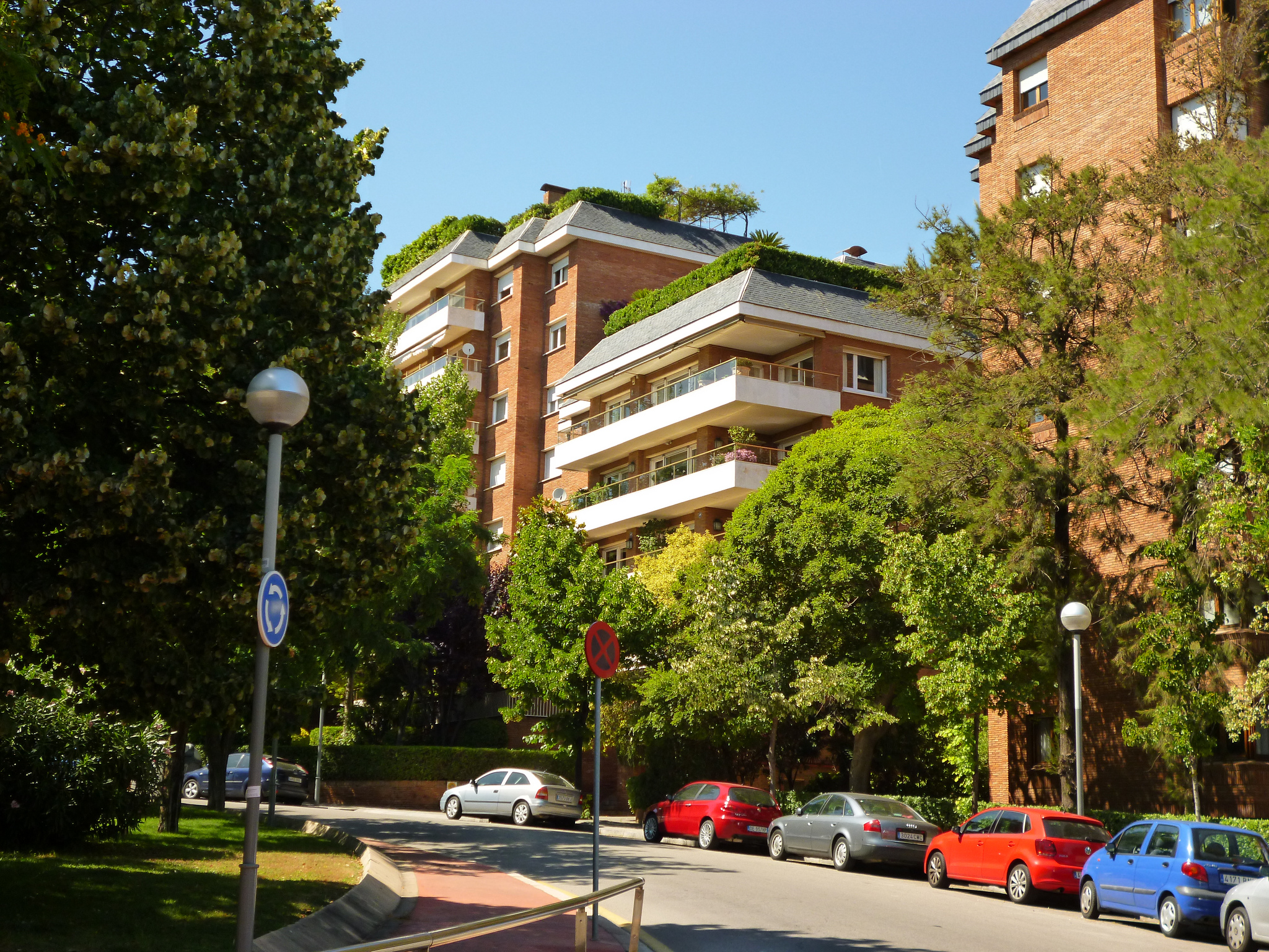 Улица в районе Педральбес, Барселона