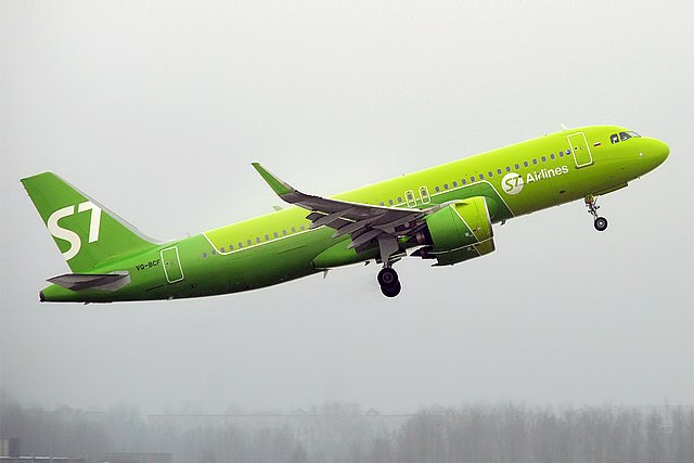 S7 Airlines, VQ-BCF, Airbus A320-271N (39354294290).jpg