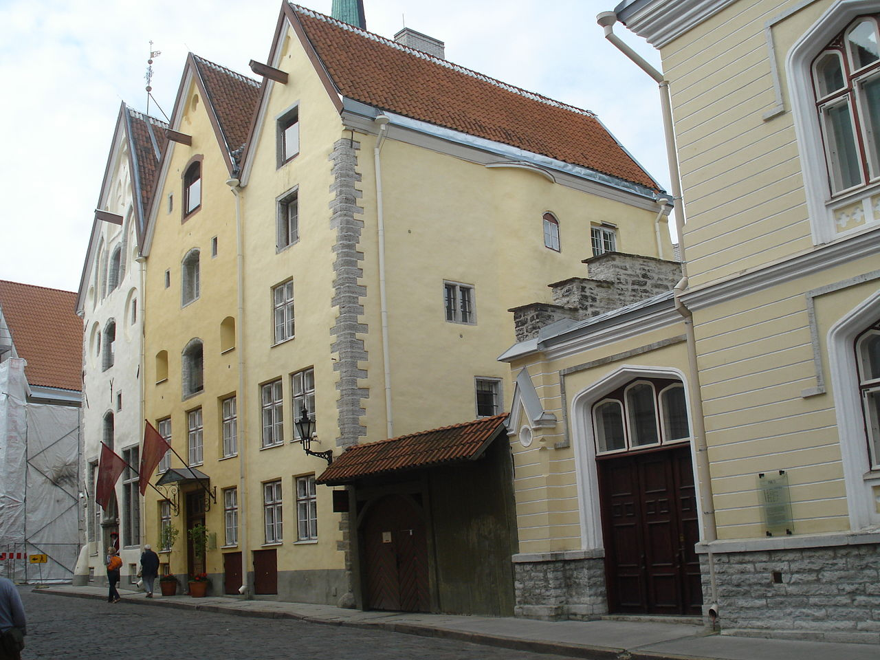 Нижний город Таллина, архитектурный ансамбль XIV века «Три сестры»