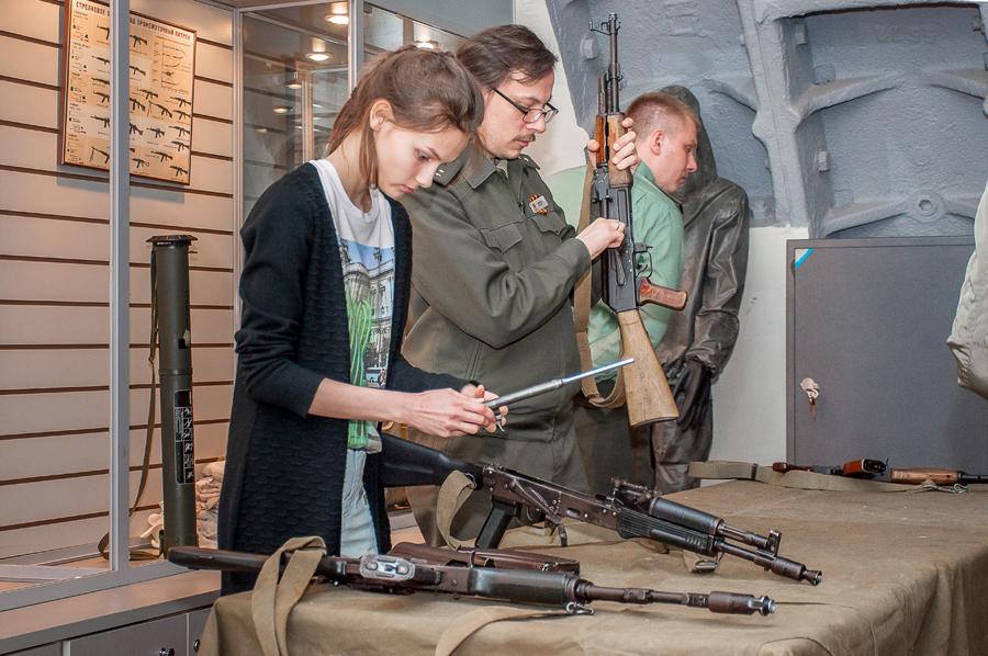 Работа с оружием в Музее Бункер-42 на Таганке