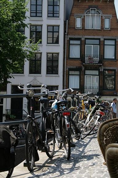 Двухколесные друзья в Амстердаме.JPG