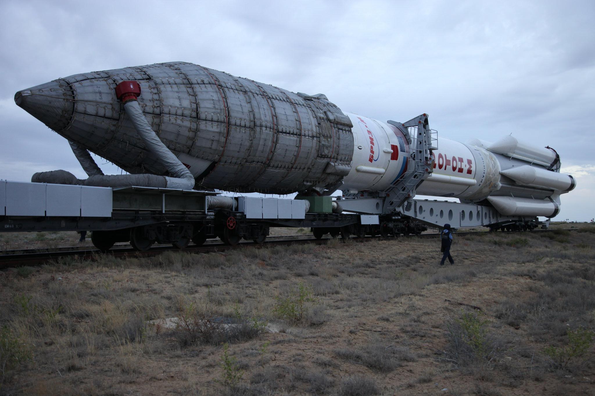 Ракетоноситель Протон-М на космодроме Байконур, Байконур
