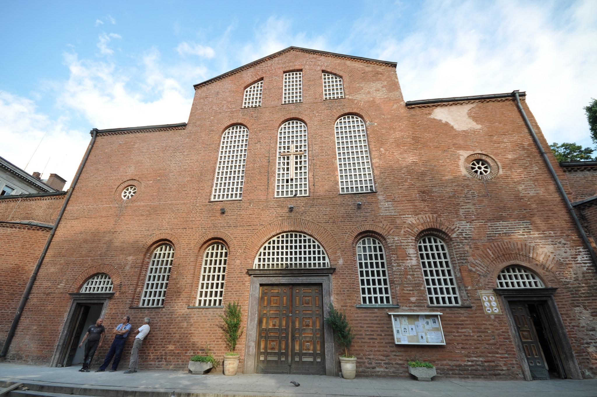 Вход в собор Св. Софии в Софии