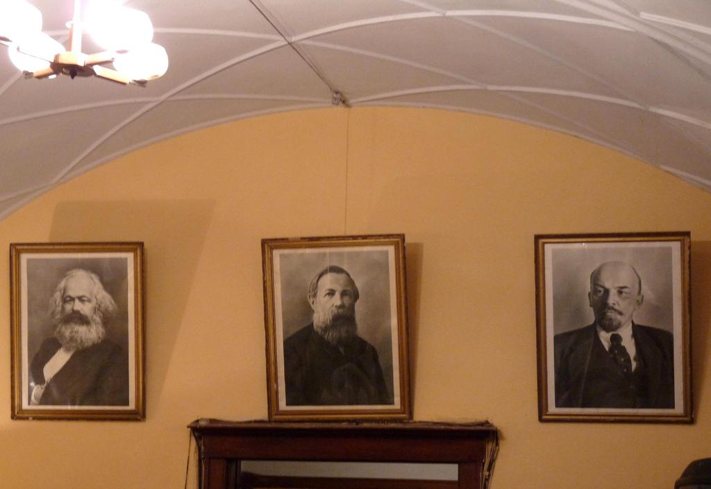 Картины в бункере Сталина, Самара