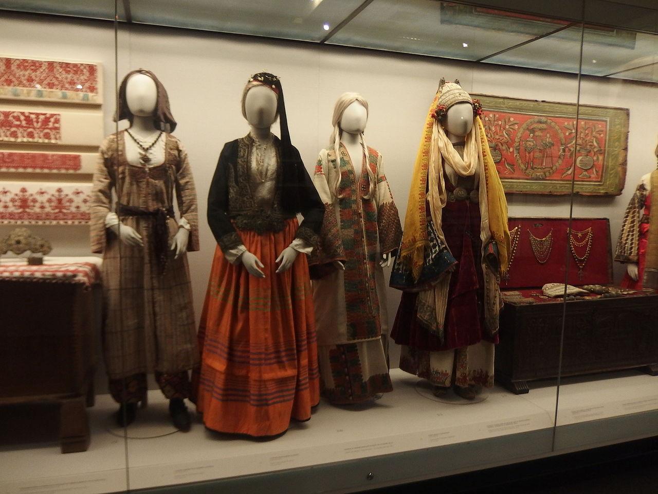 Музей Бенаки, костюмы и быт