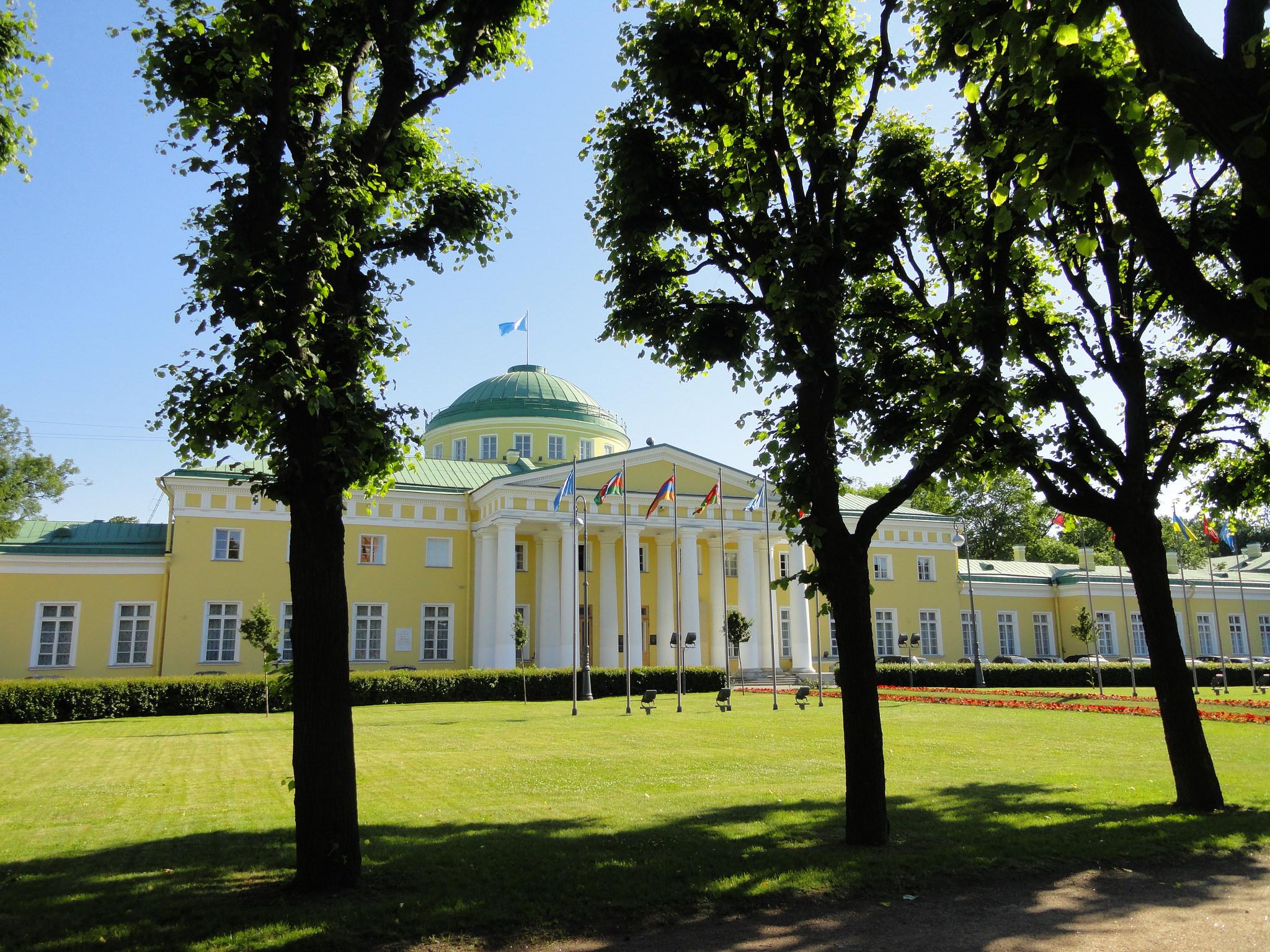 Территория перед Таврическим дворцом, Санкт-Петербург