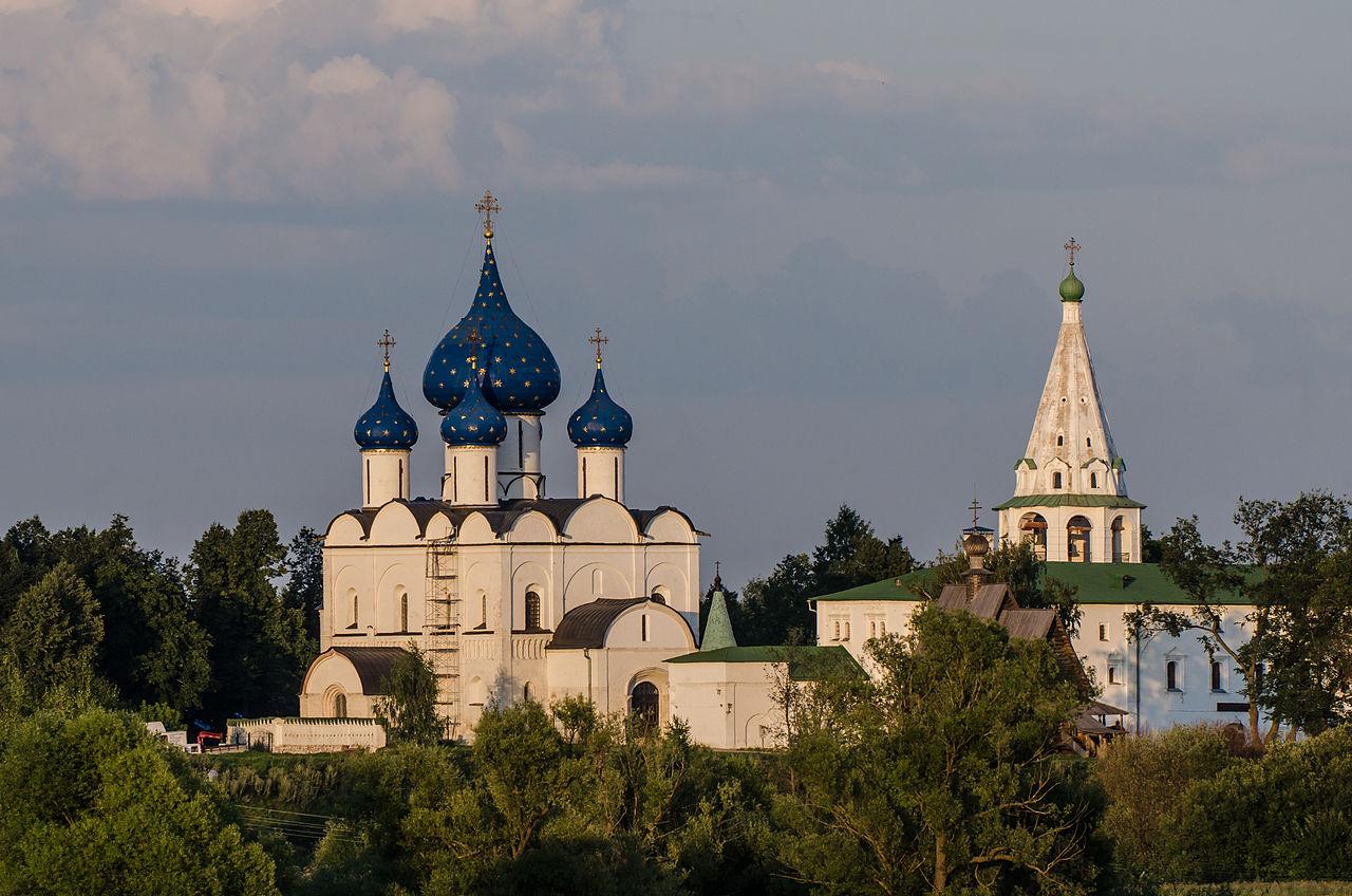 Ансамбль Суздальского кремля на закате