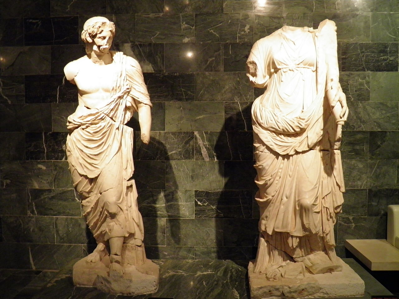 М�зей Ан�алии �к�пози�ии ад�е� �еле�он� в�емя �або��
