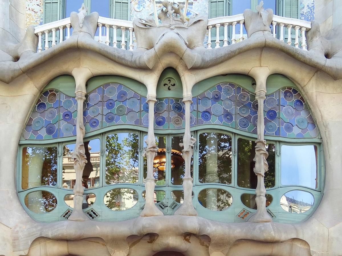 Окно в доме Бальо, Барселона