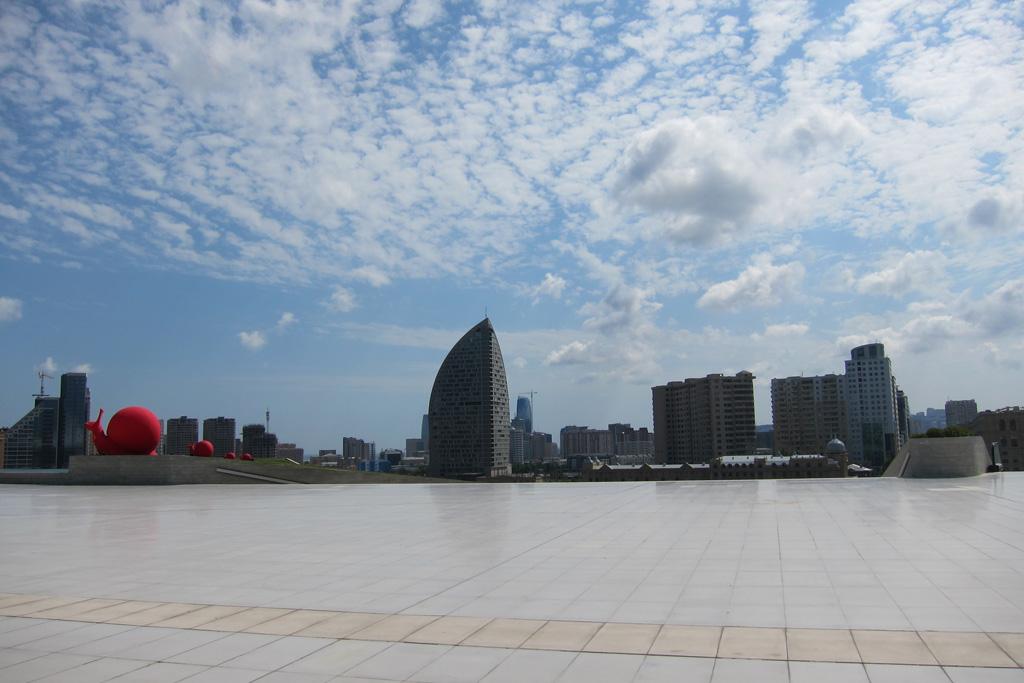 Площадь перед центром Гейдара Алиева, Баку