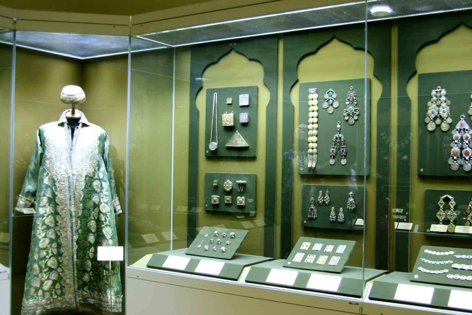 Экспонаты особой кладовой (ювелирные украшения казанских татар)