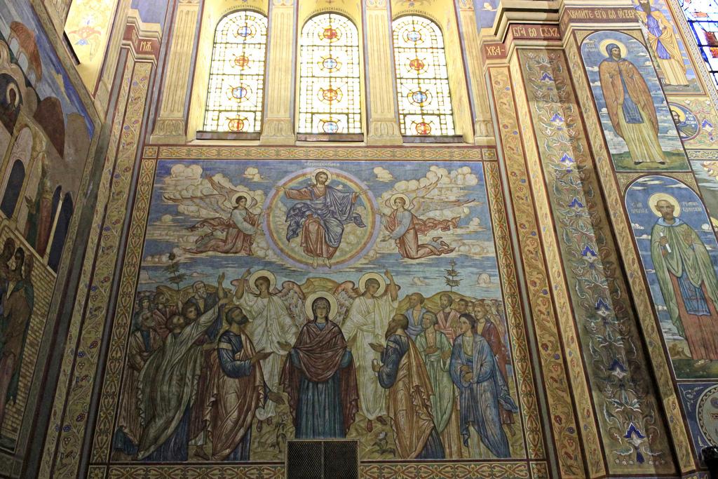 Внутри собора Успения Пресвятой Богородицы, Варна