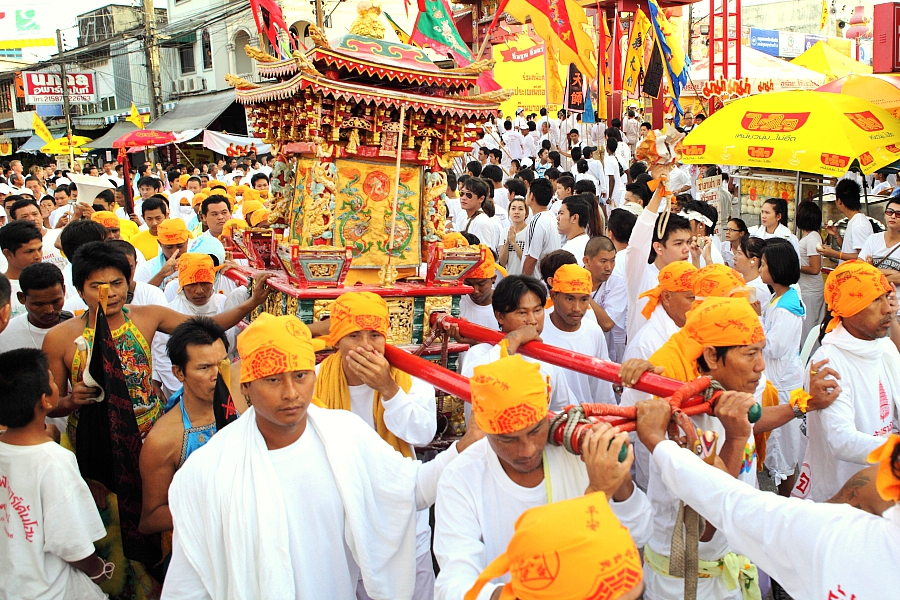 Шествие во время вегетарианского фестиваля