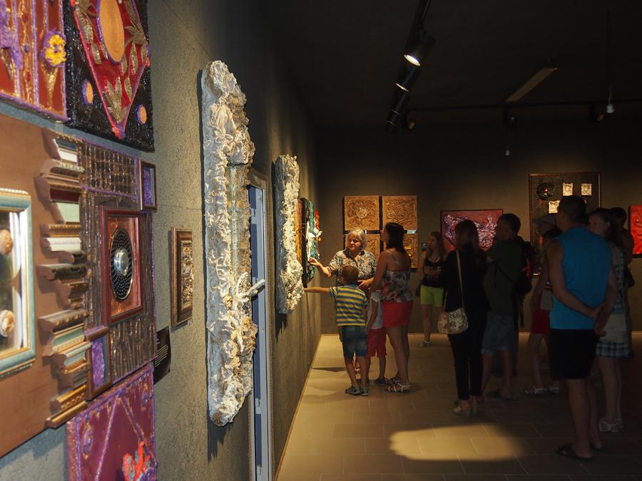 Экспозиция галереи «Белая лошадь»