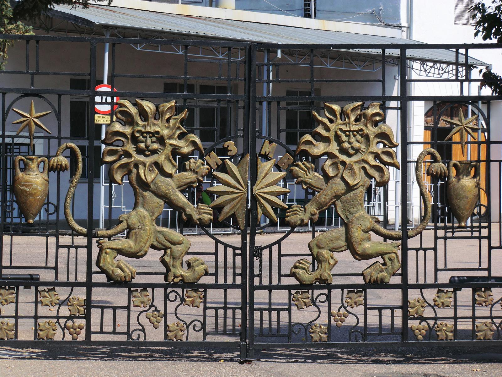 Ворота Инкерманского завода марочных вин