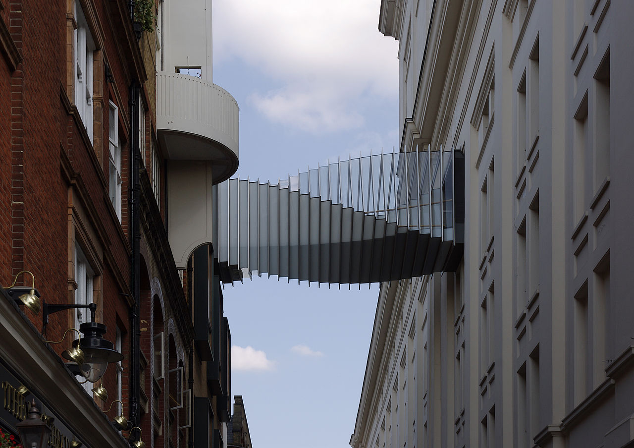 Ковент-гарден, пешеходный мост