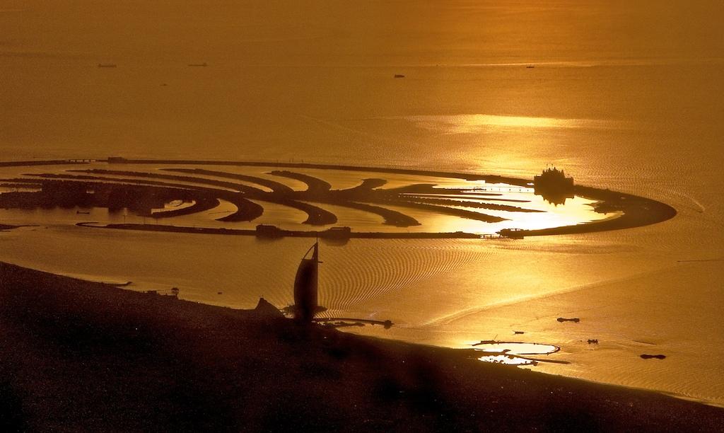 Ночной вид на острова Пальм, Дубай