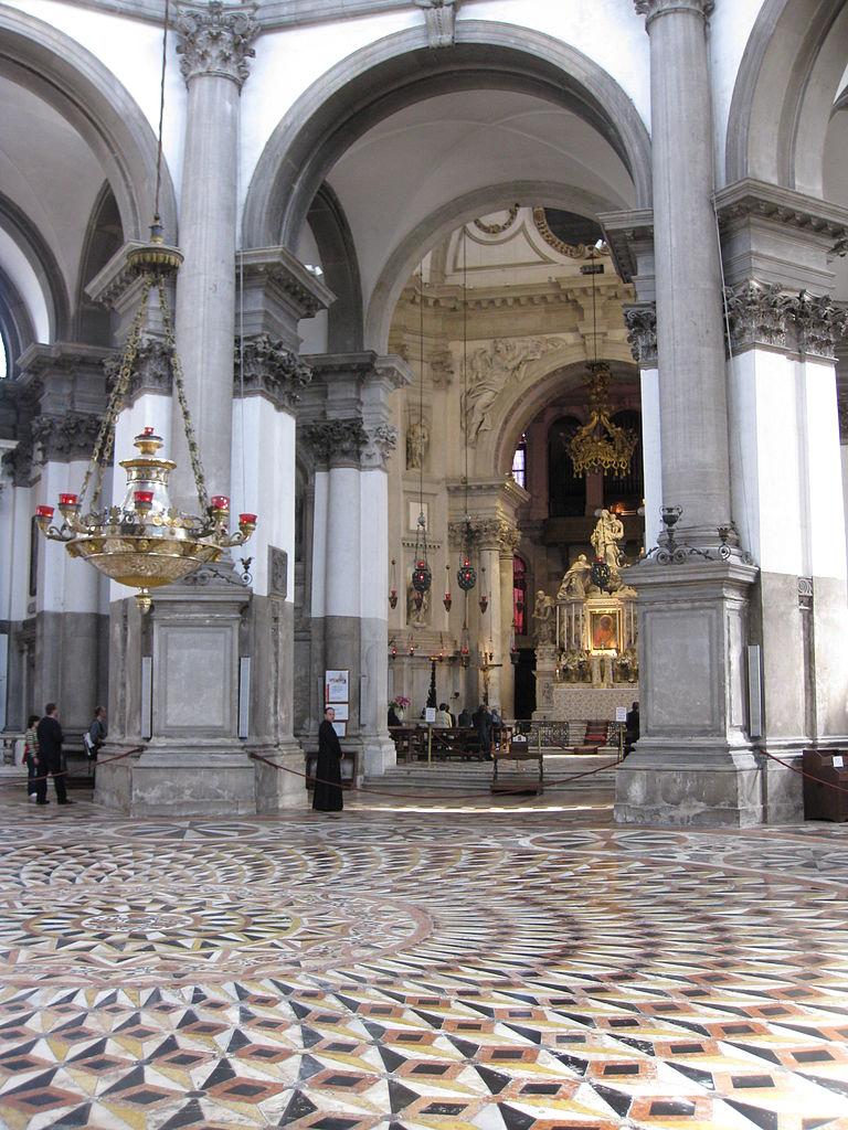 Санта-Мария-делла-Салюте, интерьер