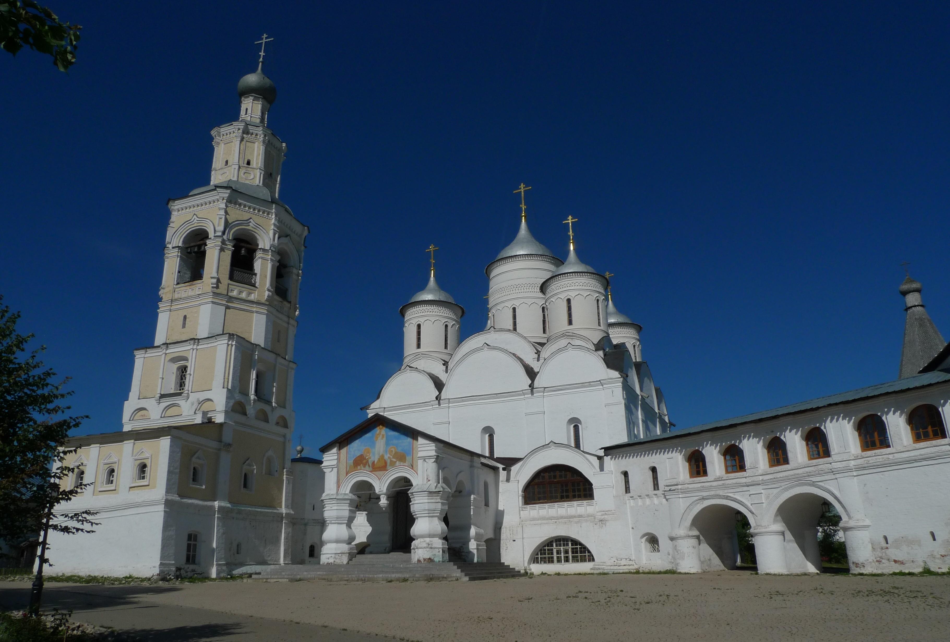Двор Спасо-Прилуцкого монастыря