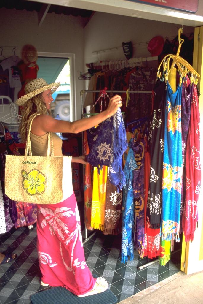 Магазинчик кустарных промыслов на рынке в северной части пляжа Гранд-Энс-Бич, Гренада.jpg