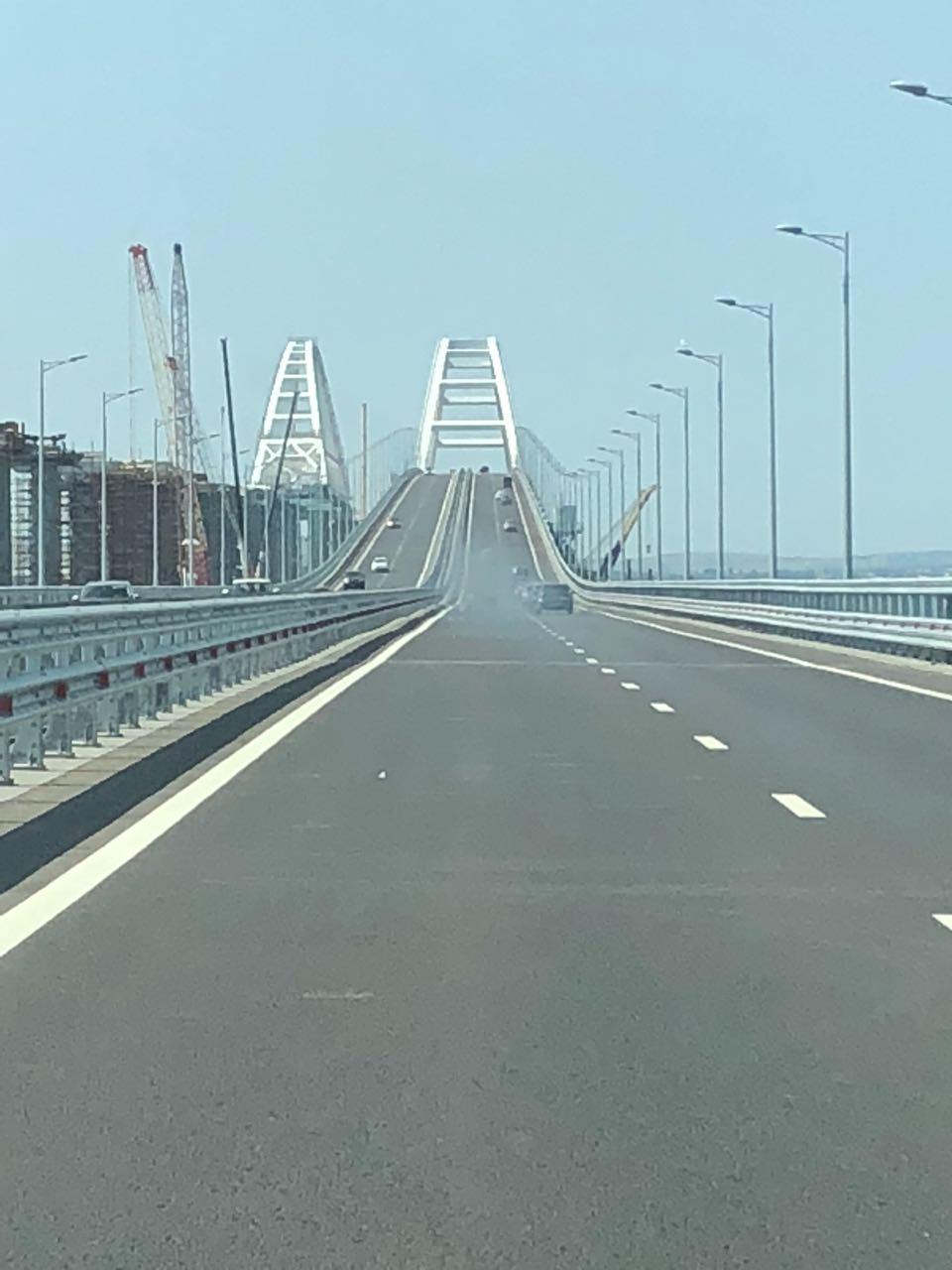 Проезд по Крымскому мосту.