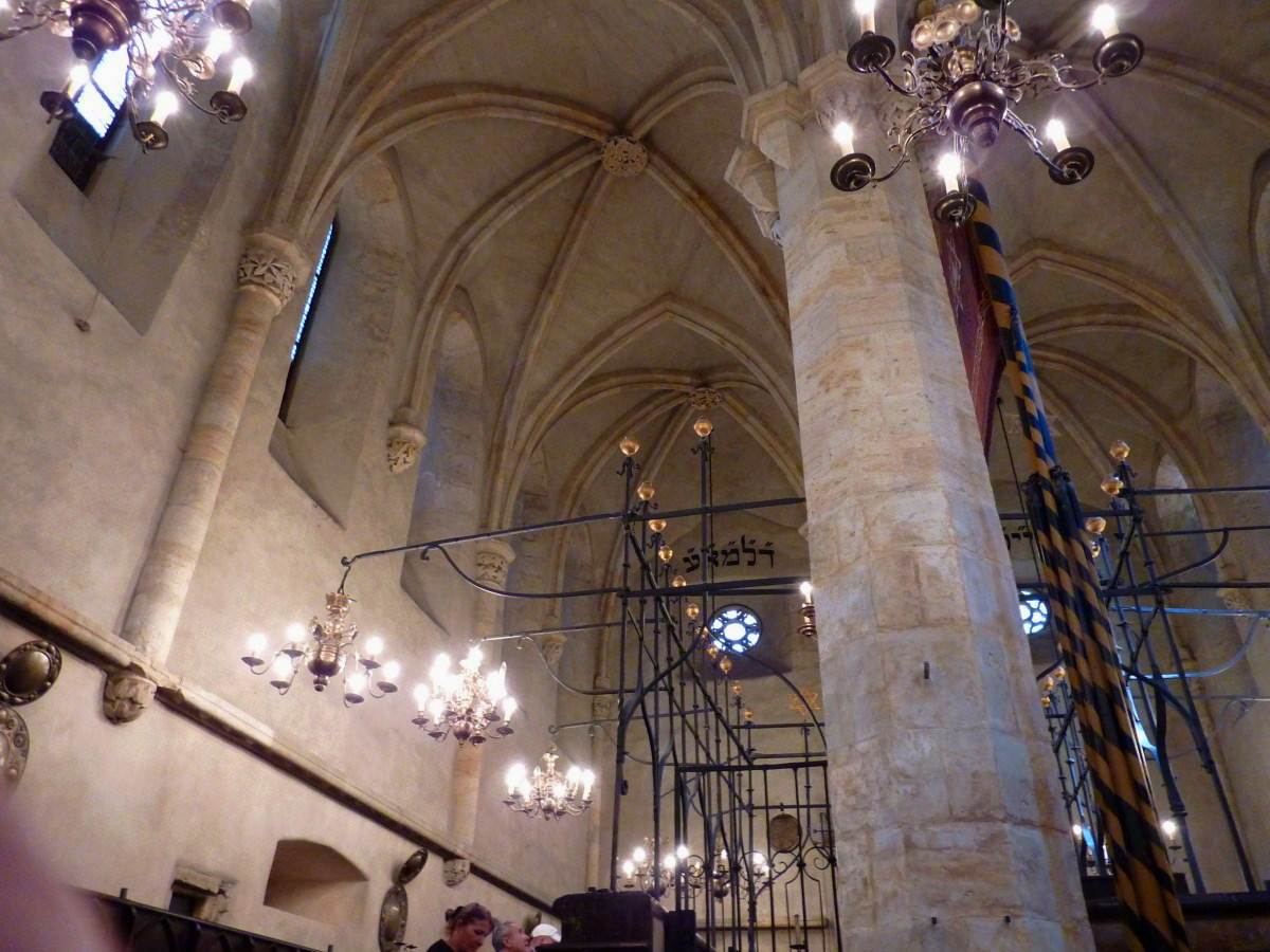 Староновая синагога, интерьер