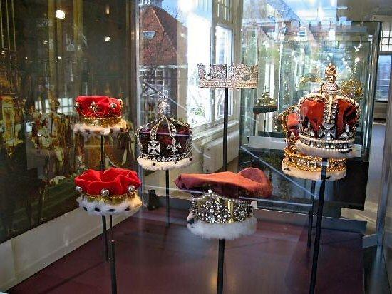 Витрины Музея алмазов, Амстердам