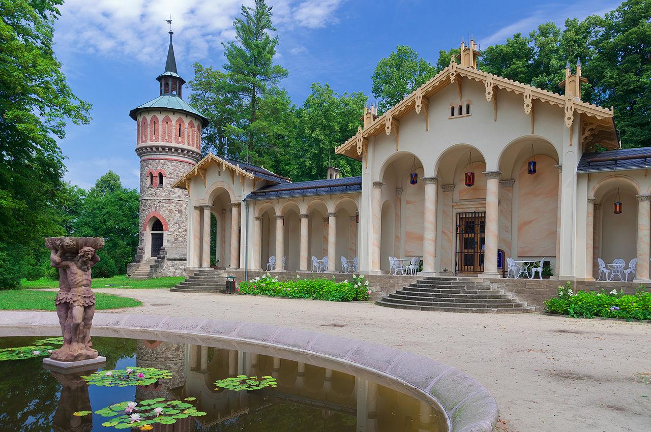 Замок Сихров, оранжерея в замковом парке