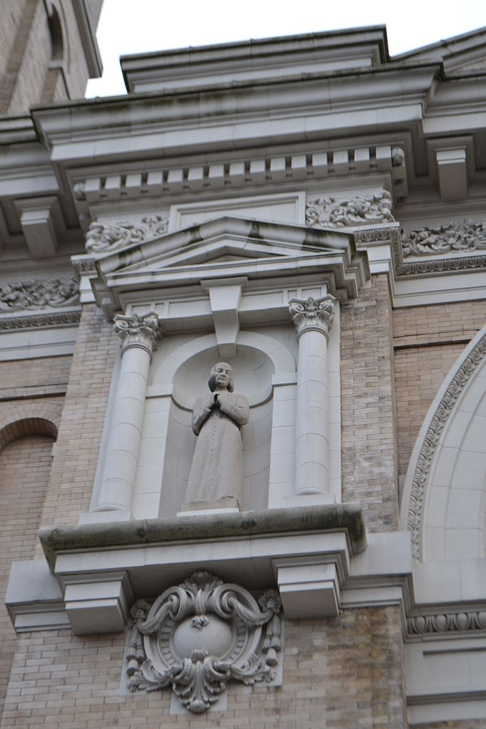 Собор Сент-Джеймс, деталь фасада