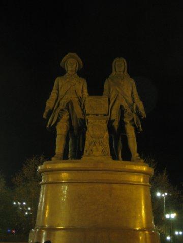 Памятник основателям Екатеринбурга — В.Н. Татищеву и В.И. де Геннину.jpg