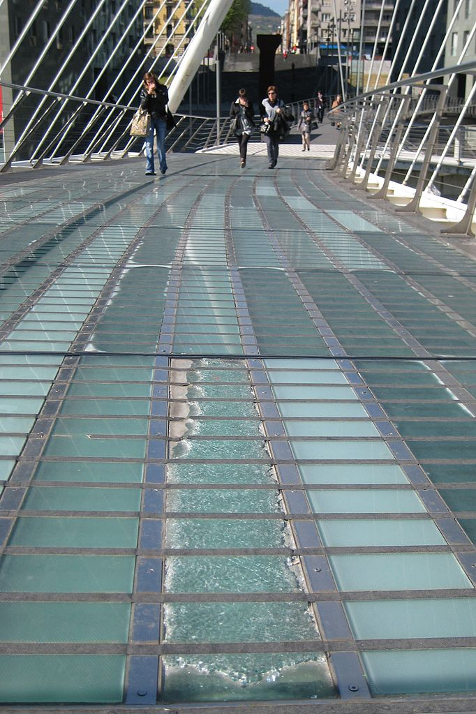 Стеклянная плитка на мосту Субисури, Бильбао