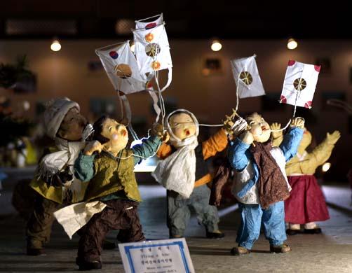 Традиционные бумажные куклы в Южной Корее