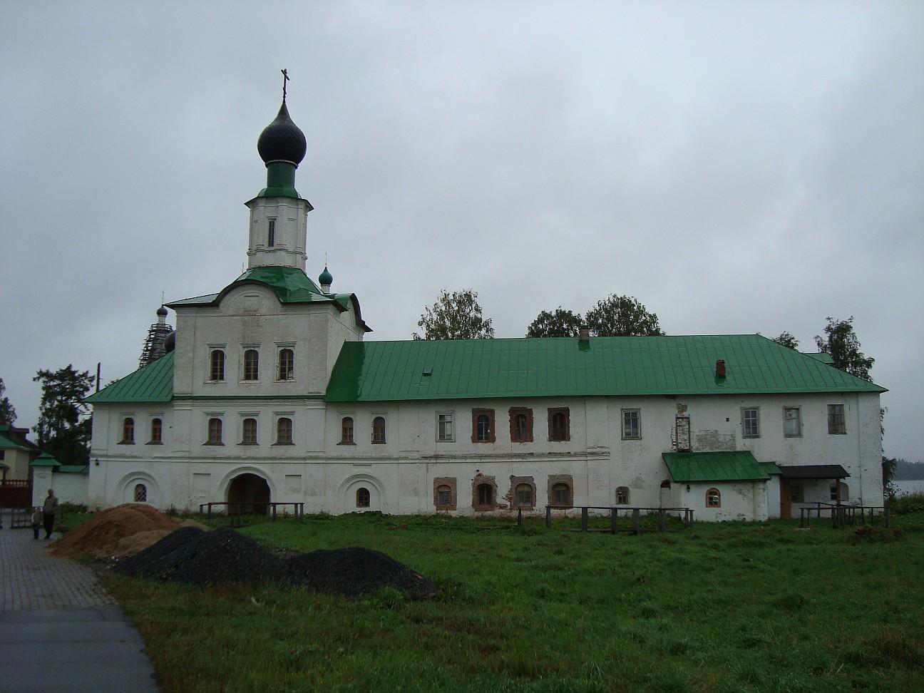 Антониево-Сийский монастырь, надвратная церковь