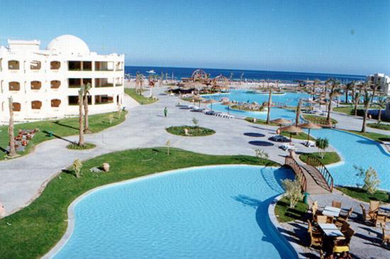 Гостиница на берегу в Макади-Бей.jpg