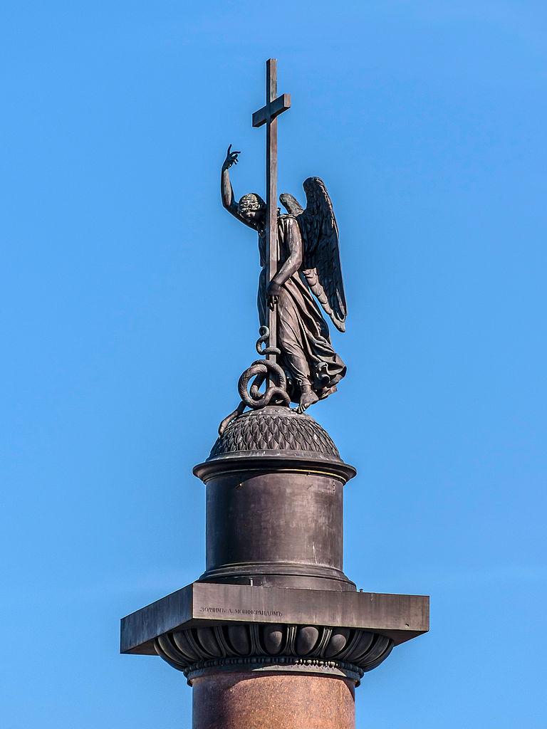 Дворцовая площадь в Петербурге, ангел на Александровской колонне