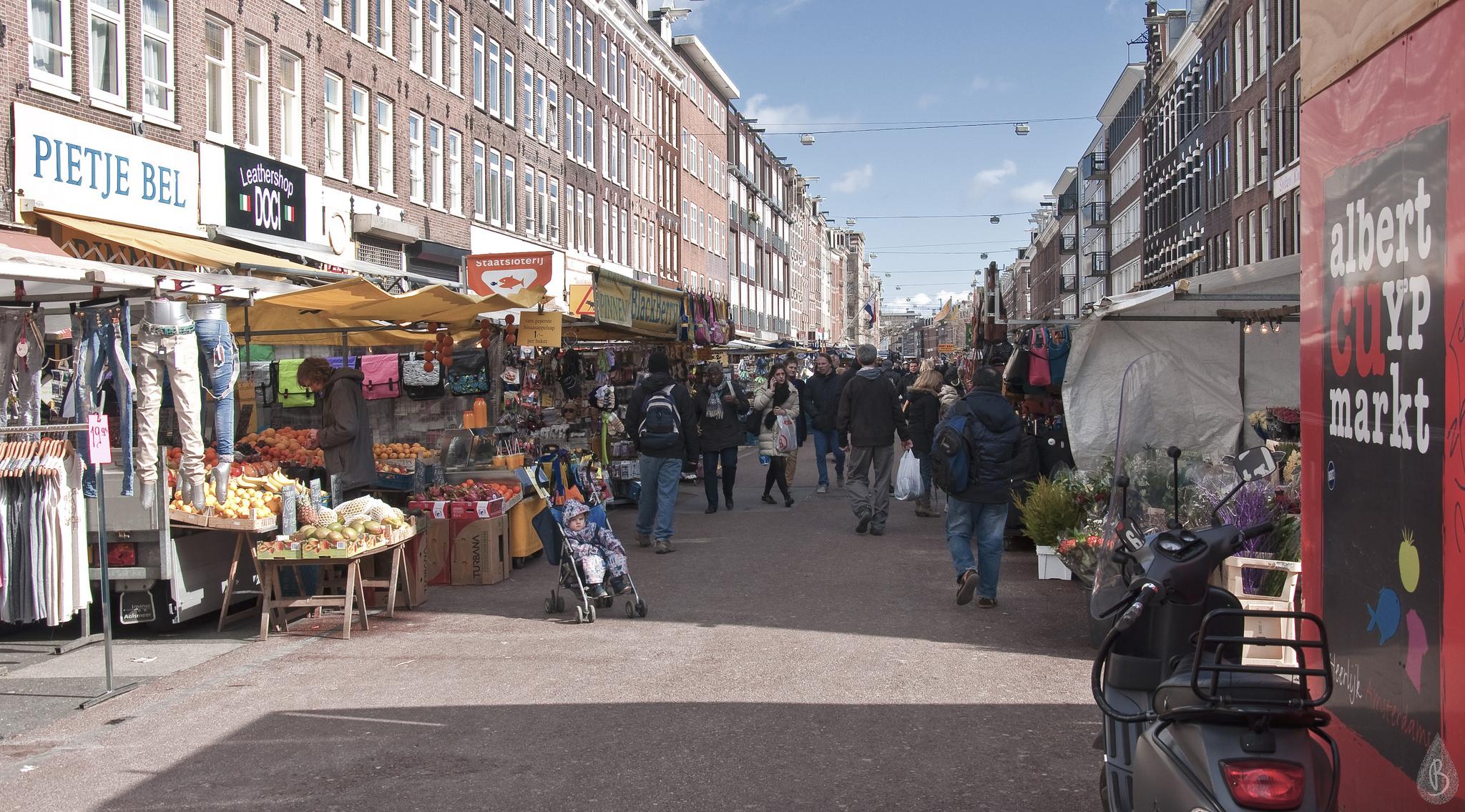 Рынок Альберта Кёйпа в Амстердаме