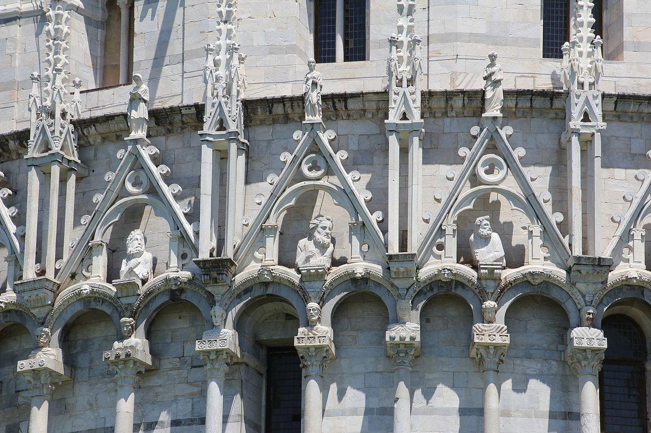Баптистерий в Пизе, деталь фасада