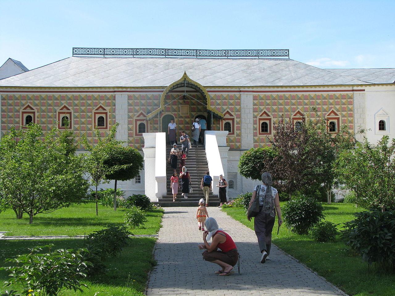 Ипатьевский монастырь, палаты бояр Романовых