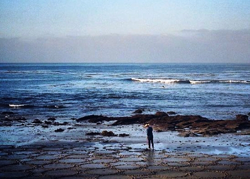 Мужчина использует пляж вместо холста S.jpg