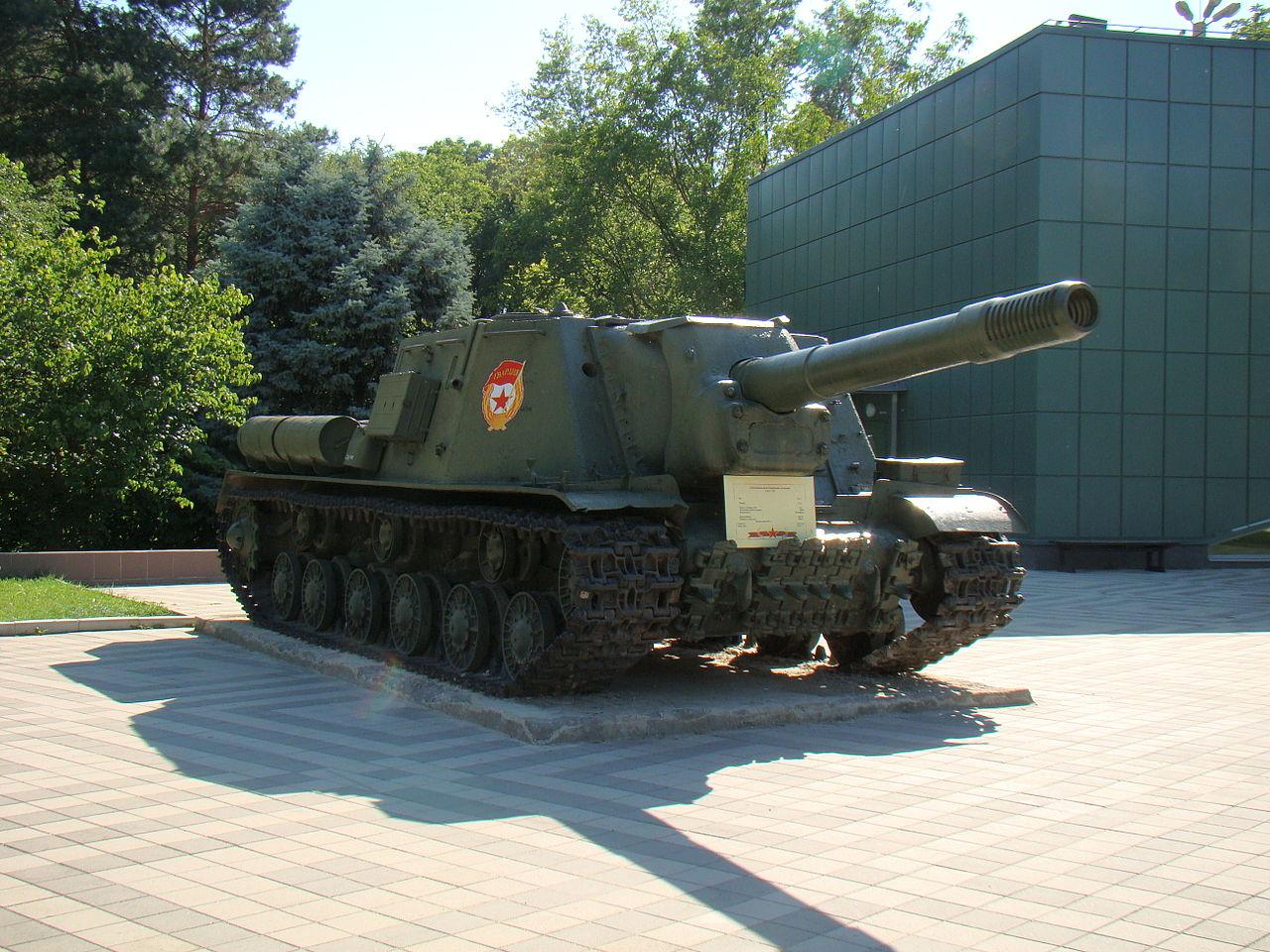 Музей военной техники в парке культуры и отдыха