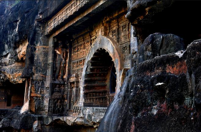 Рукотворный пещерный монастырь Аджанта.png