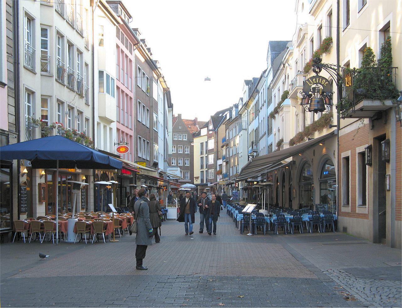 Альтштадт в Дюссельдорфе, уличные кафе