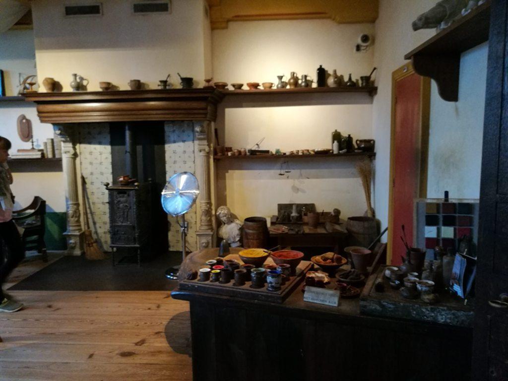 Экспозиция в доме-музея Рембрандта в Амстердаме, Нидерланды