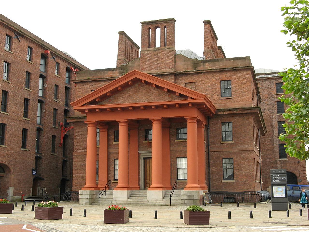 Альберт-док в Ливерпуле, административное здание