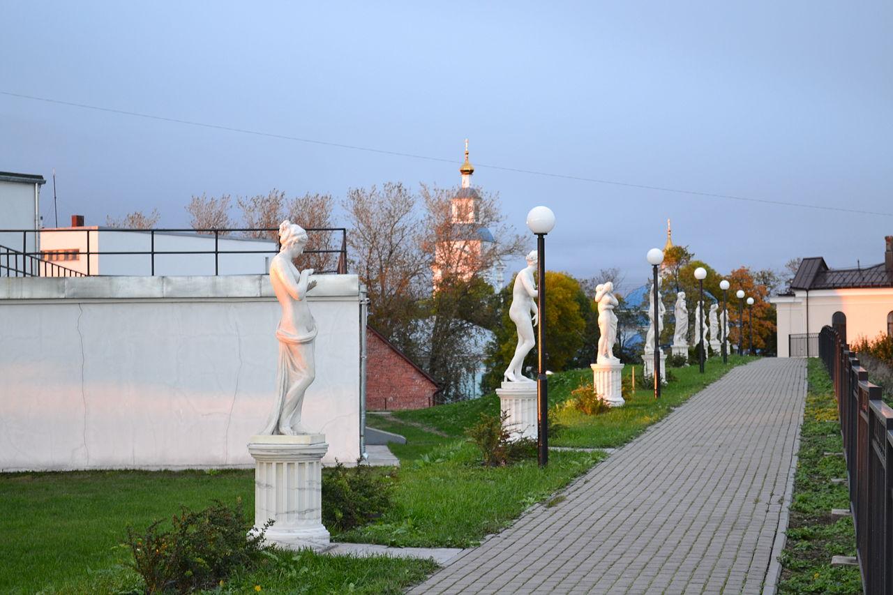Вид на Аллею скульптур в Выборге